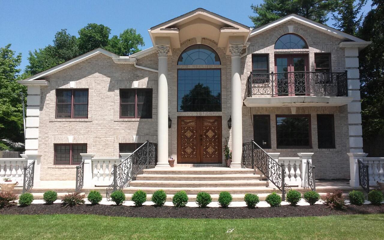 Nhà ở một gia đình vì Bán tại Colonial 130 Woolsey Ave Glen Cove, New York 11542 Hoa Kỳ