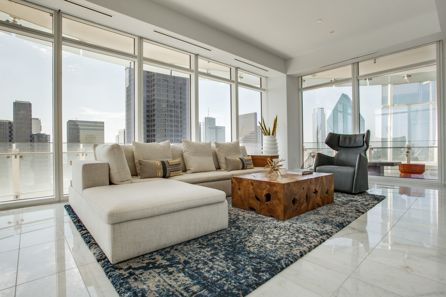 sales property at 1918 Olive Street 2602, Dallas