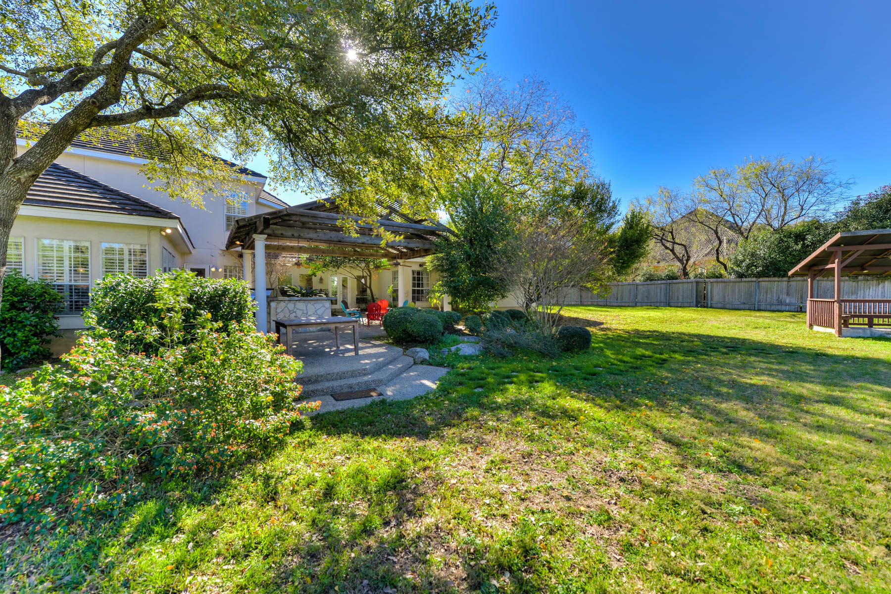 Additional photo for property listing at Gorgeous Home in Shavano Park With a Tennis Court 107 Post Oak Way San Antonio, Texas 78230 Estados Unidos