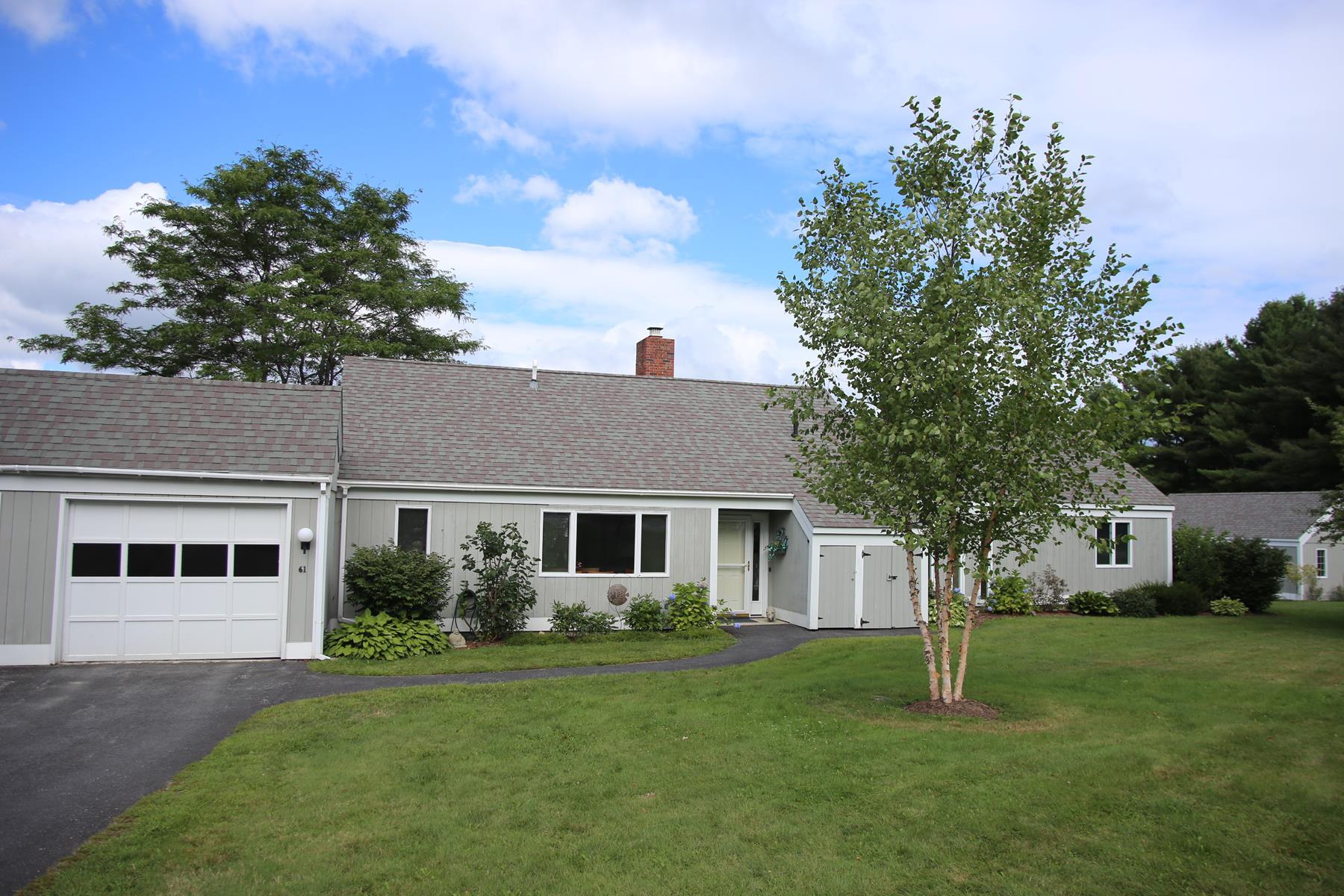 Condominio por un Venta en 61 Hilltop Place, New London New London, Nueva Hampshire 03257 Estados Unidos