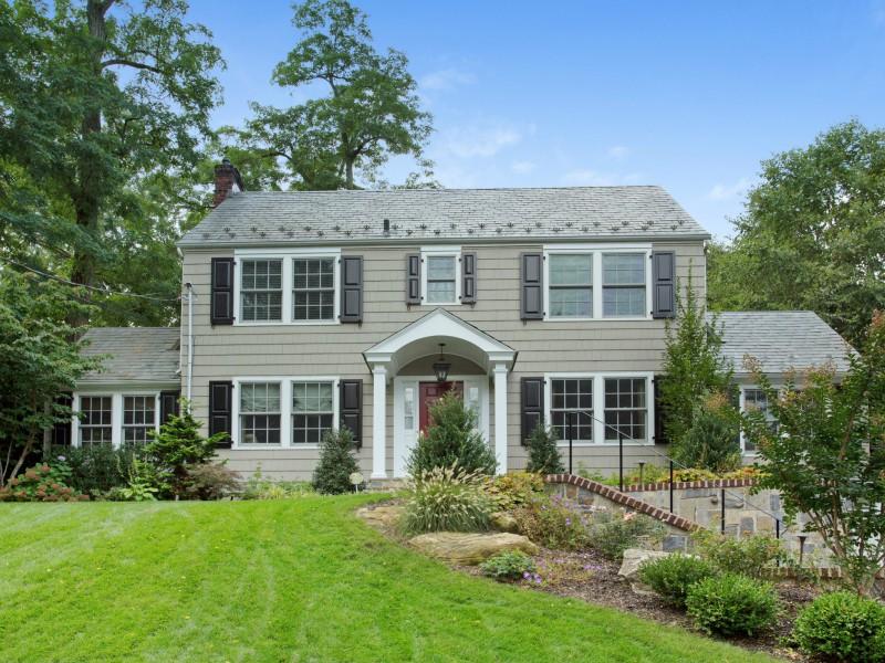 一戸建て のために 売買 アット Colonial 37 Stuart Pl Manhasset, ニューヨーク 11030 アメリカ合衆国