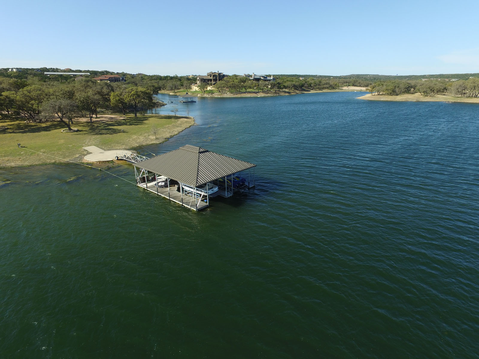 Additional photo for property listing at Rustic Barn-Inspired Estate on Lake Travis 1920 Valentino Cv Spicewood, Texas 78669 Estados Unidos
