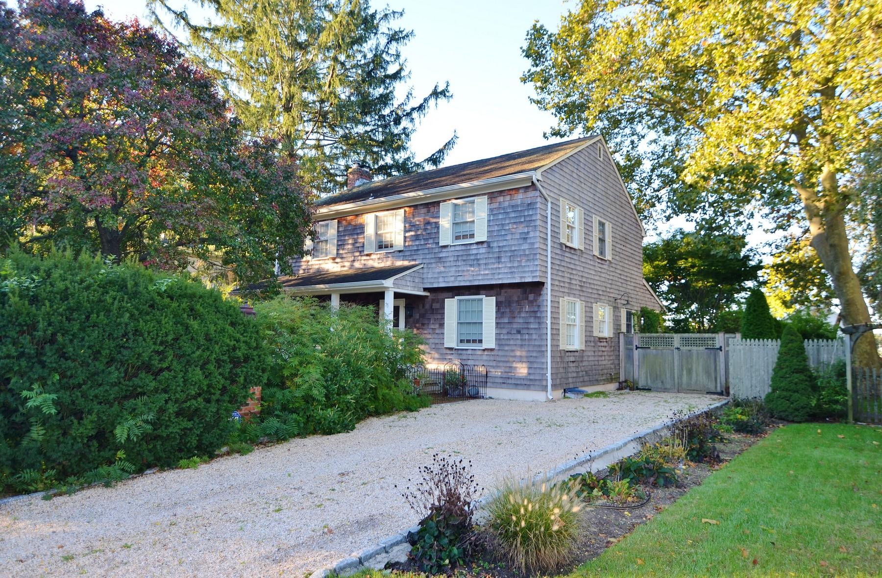 獨棟家庭住宅 為 出售 在 Colonial 75 Riverside Dr Riverhead, 紐約州, 11901 美國