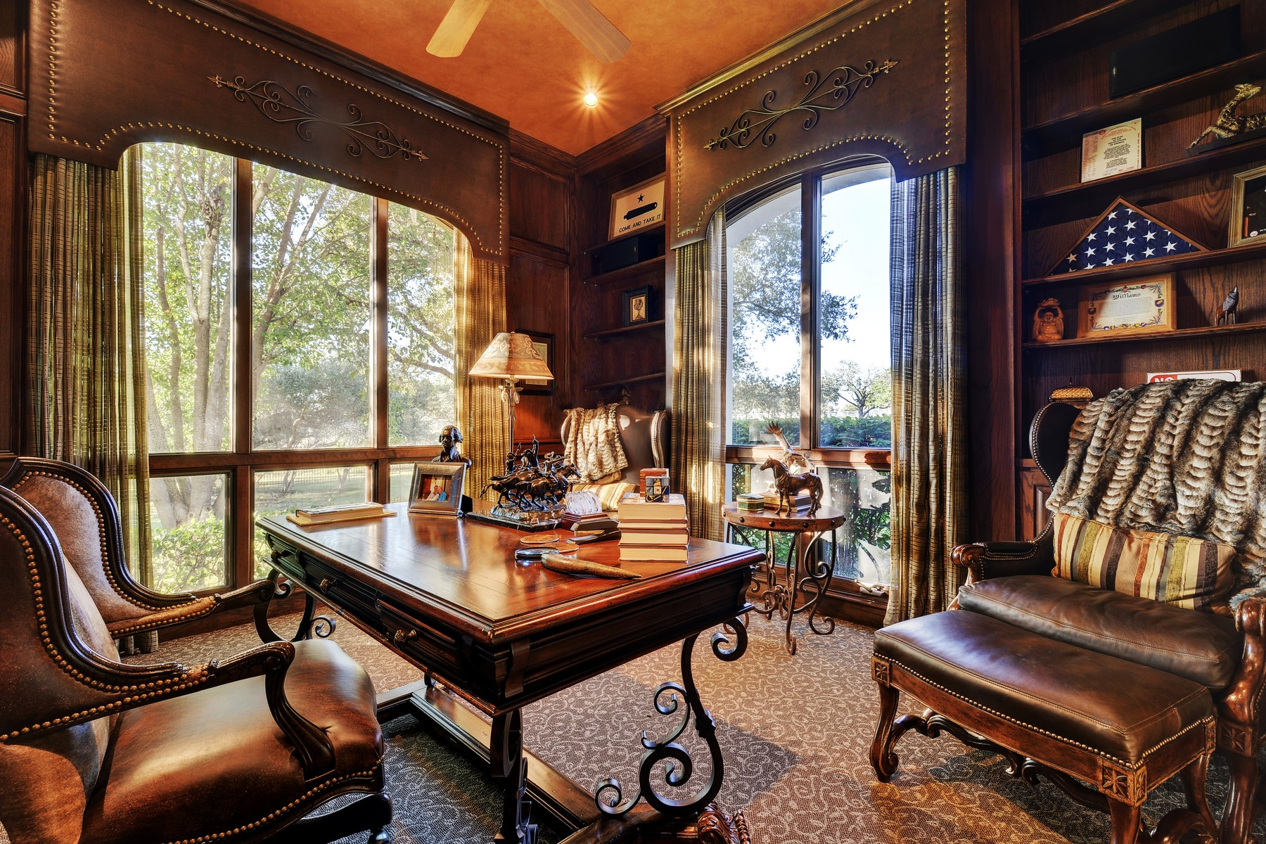 Additional photo for property listing at Luxurious Home on 37 Acres 25211 State Hwy 71 W Spicewood, Texas 78669 Estados Unidos