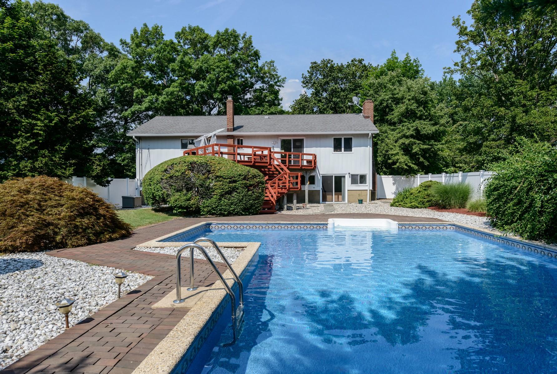 Einfamilienhaus für Verkauf beim Hi Ranch 7 Beaver Dr Bayville, New York, 11709 Vereinigte Staaten
