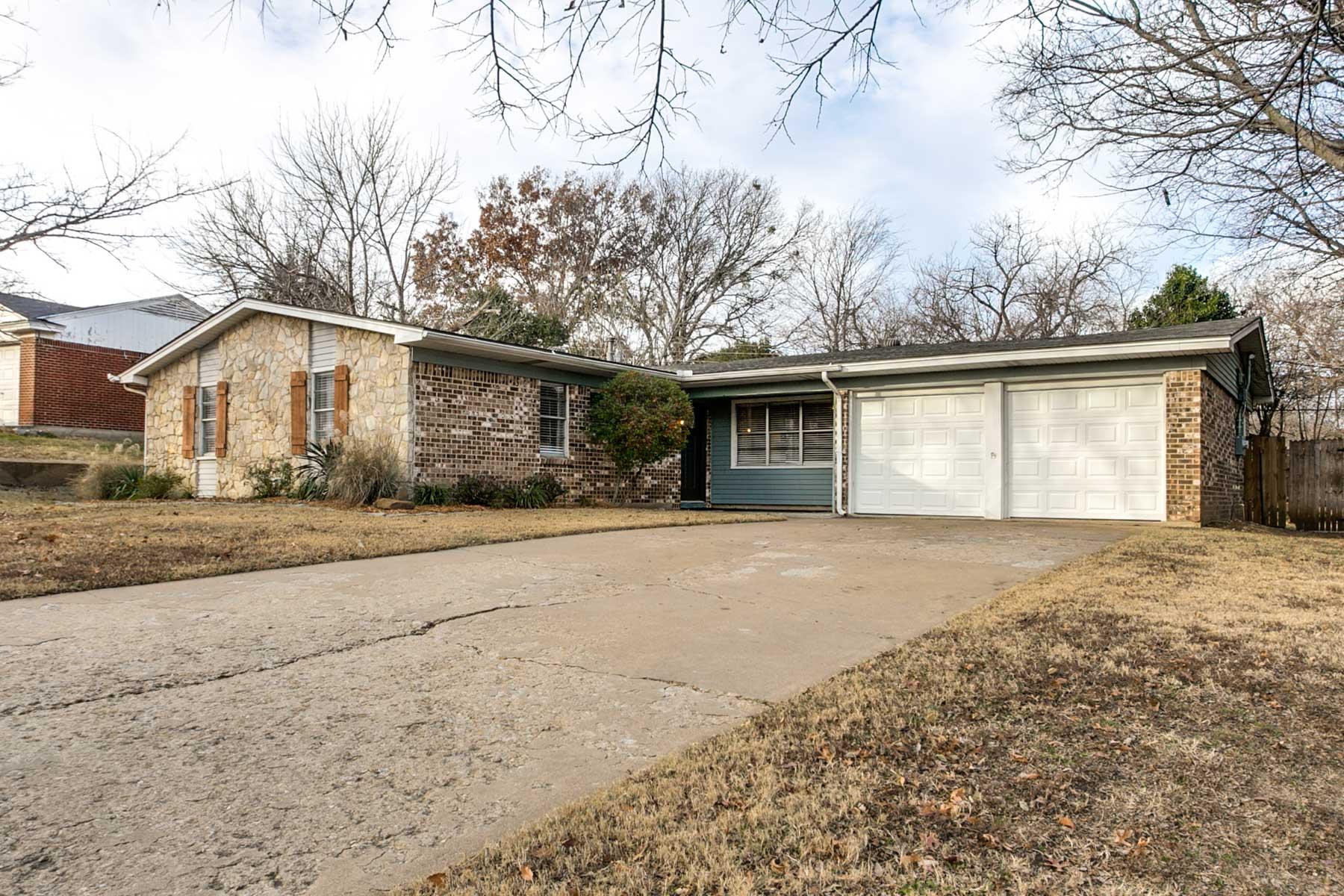 Einfamilienhaus für Verkauf beim 5300 Westcreek, FORT WORTH 5300 Westcreek Dr Fort Worth, Texas, 76133 Vereinigte Staaten