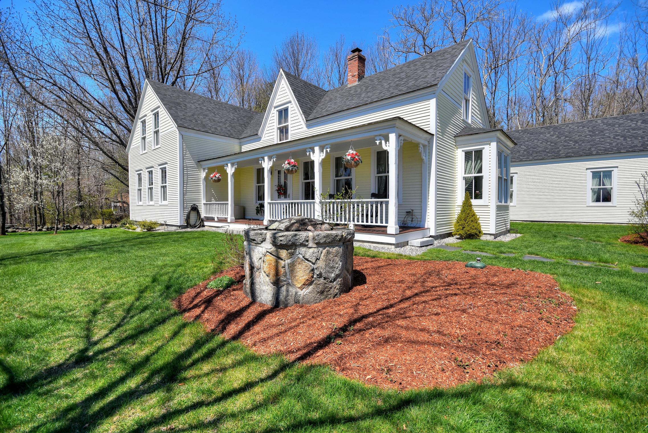 Maison unifamiliale pour l Vente à 301 Governor Wentworth Highway, Moultonborough 301 Governor Wentworth Hwy Moultonborough, New Hampshire, 03254 États-Unis