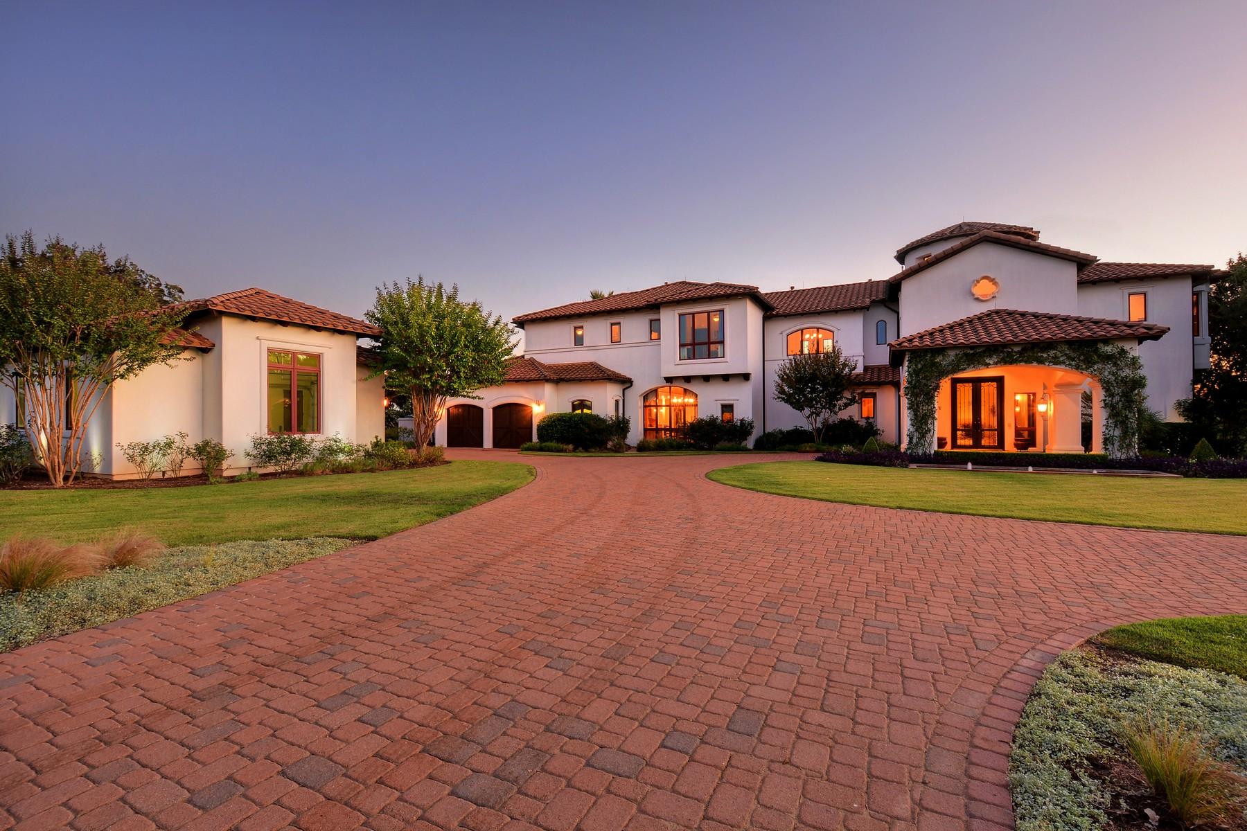 Vivienda unifamiliar por un Venta en Luxurious Home on 37 Acres 25211 State Hwy 71 W Spicewood, Texas 78669 Estados Unidos