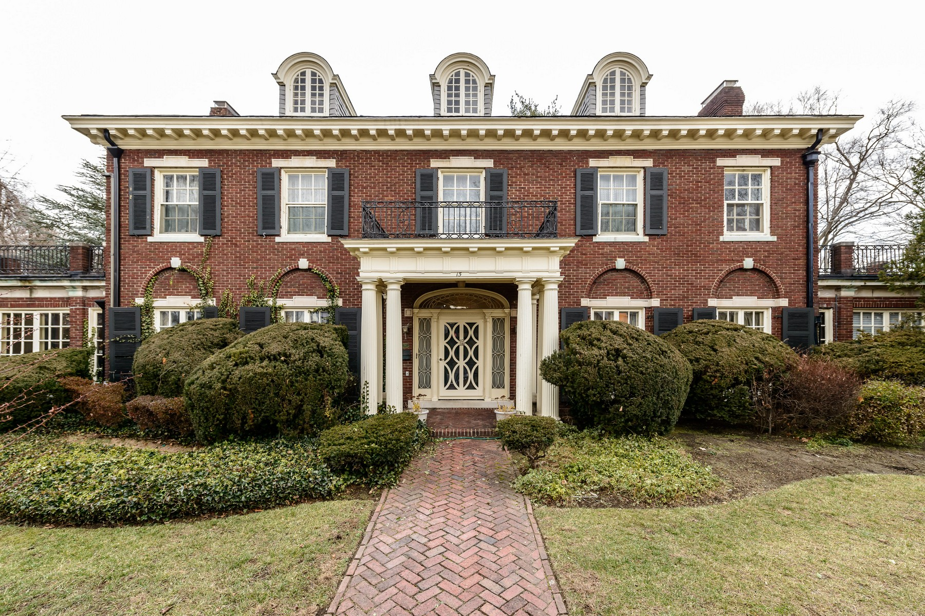 sales property at Georgian Colonial set on 1/2 acre
