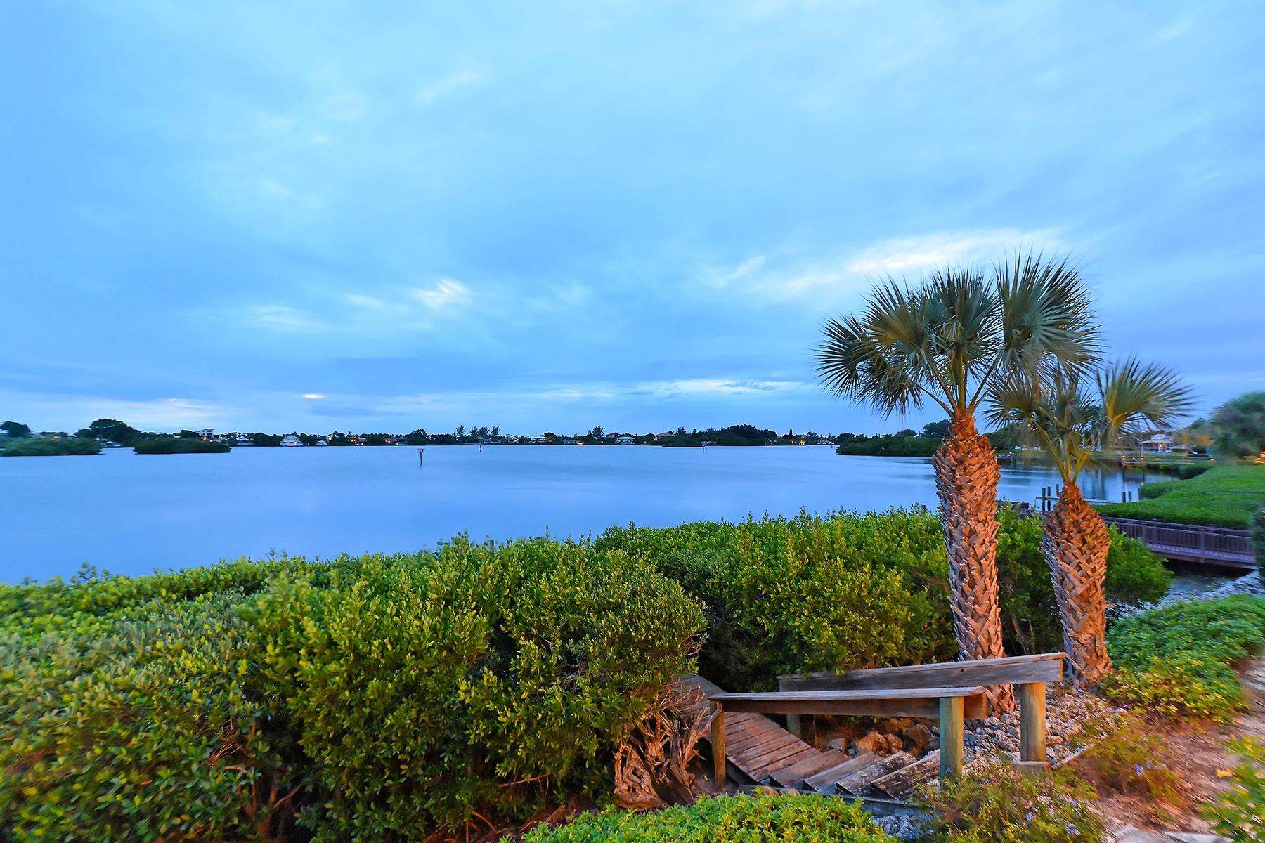 Maison unifamiliale pour l Vente à SOUTHBAY YACHT AND RACQUET CLUB 285 Lookout Point Dr Osprey, Florida 34229 États-Unis
