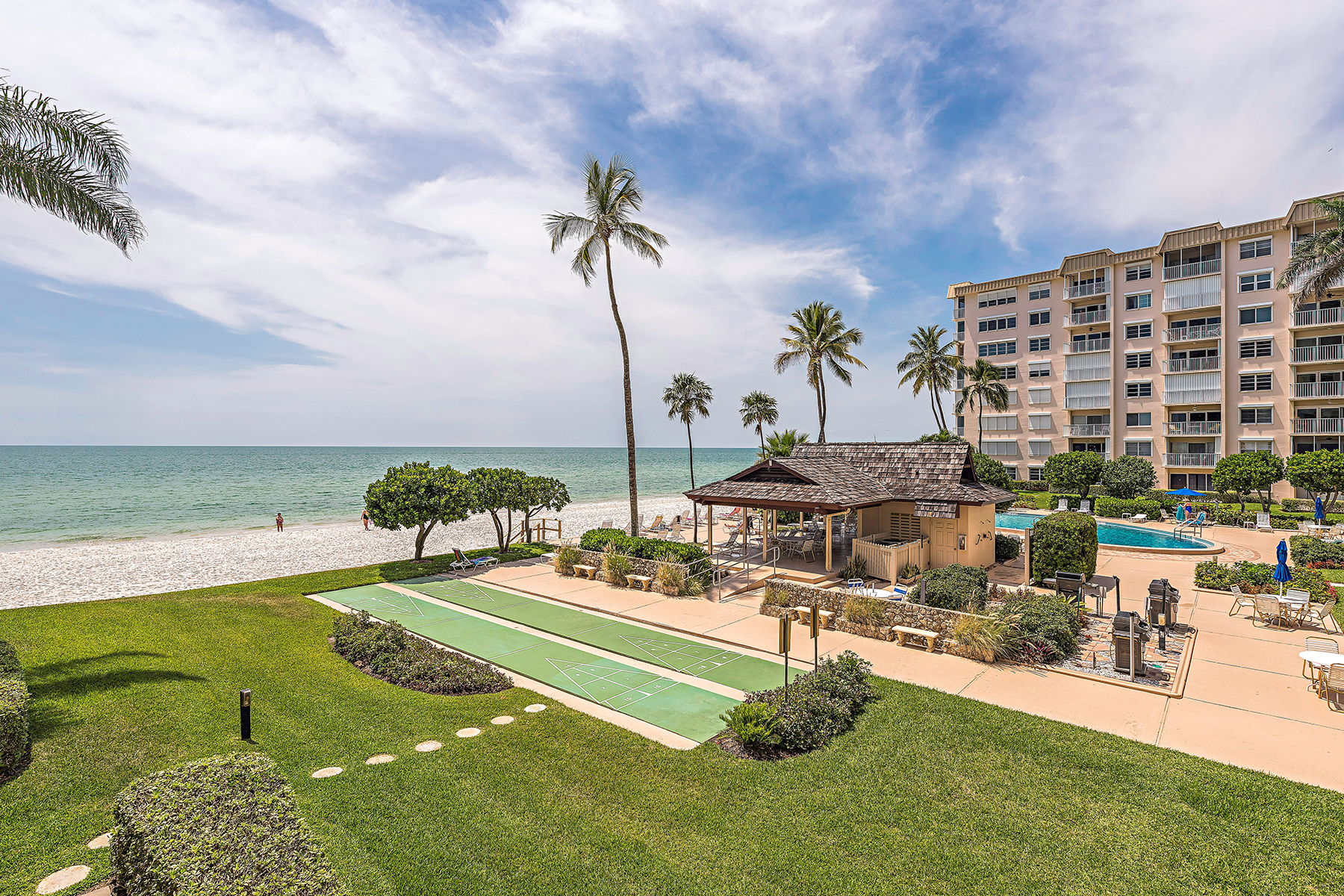 Кооперативная квартира для того Продажа на Naples Continental 3443 Gulf Shore Blvd N 214 Naples, Флорида, 34103 Соединенные Штаты