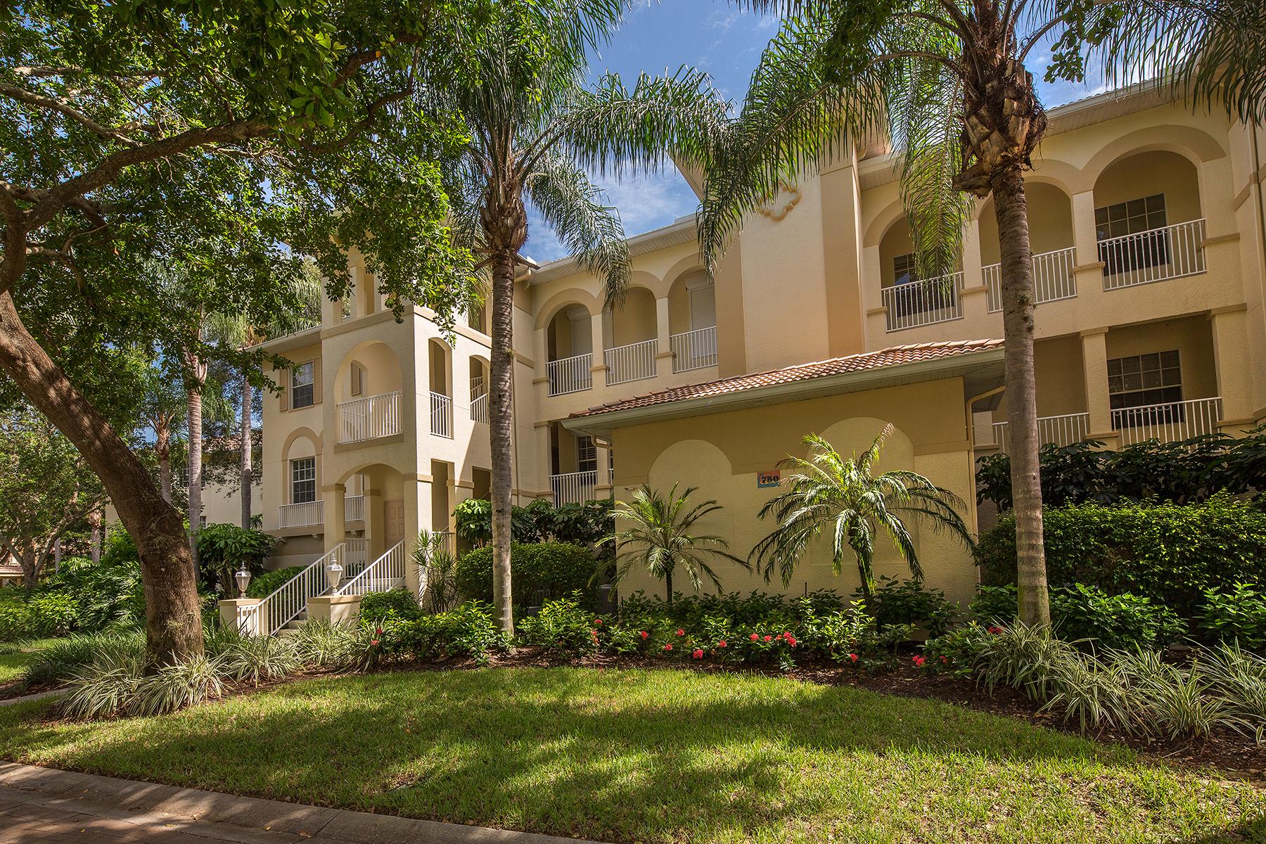 Condominio por un Venta en PELICAN BAY - BREAKWATER 750 Bentwater Cir 7-101 Naples, Florida, 34108 Estados Unidos