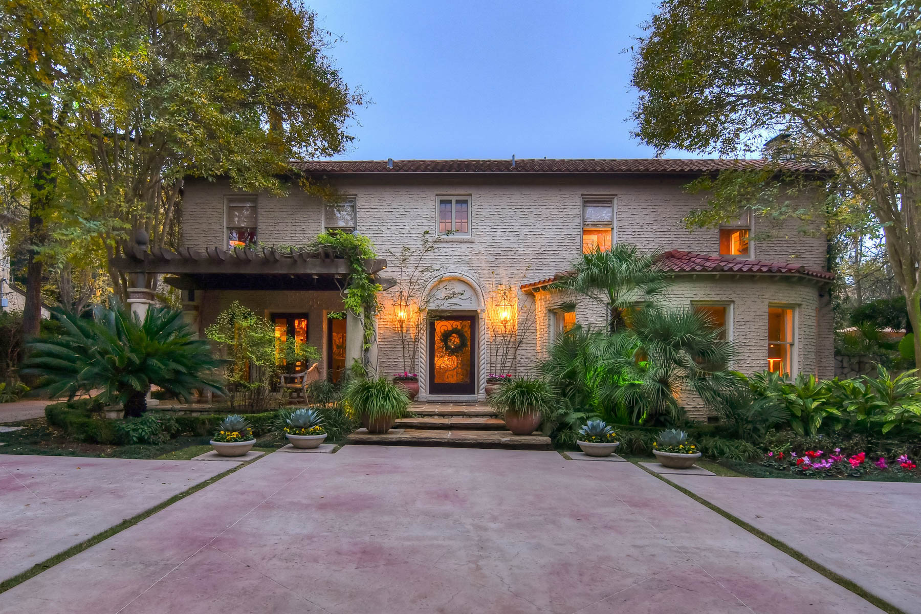 Single Family Home for Sale at Vintage 1920's Olmos Park Estate 408 Park Dr Olmos Park, San Antonio, Texas, 78212 United States