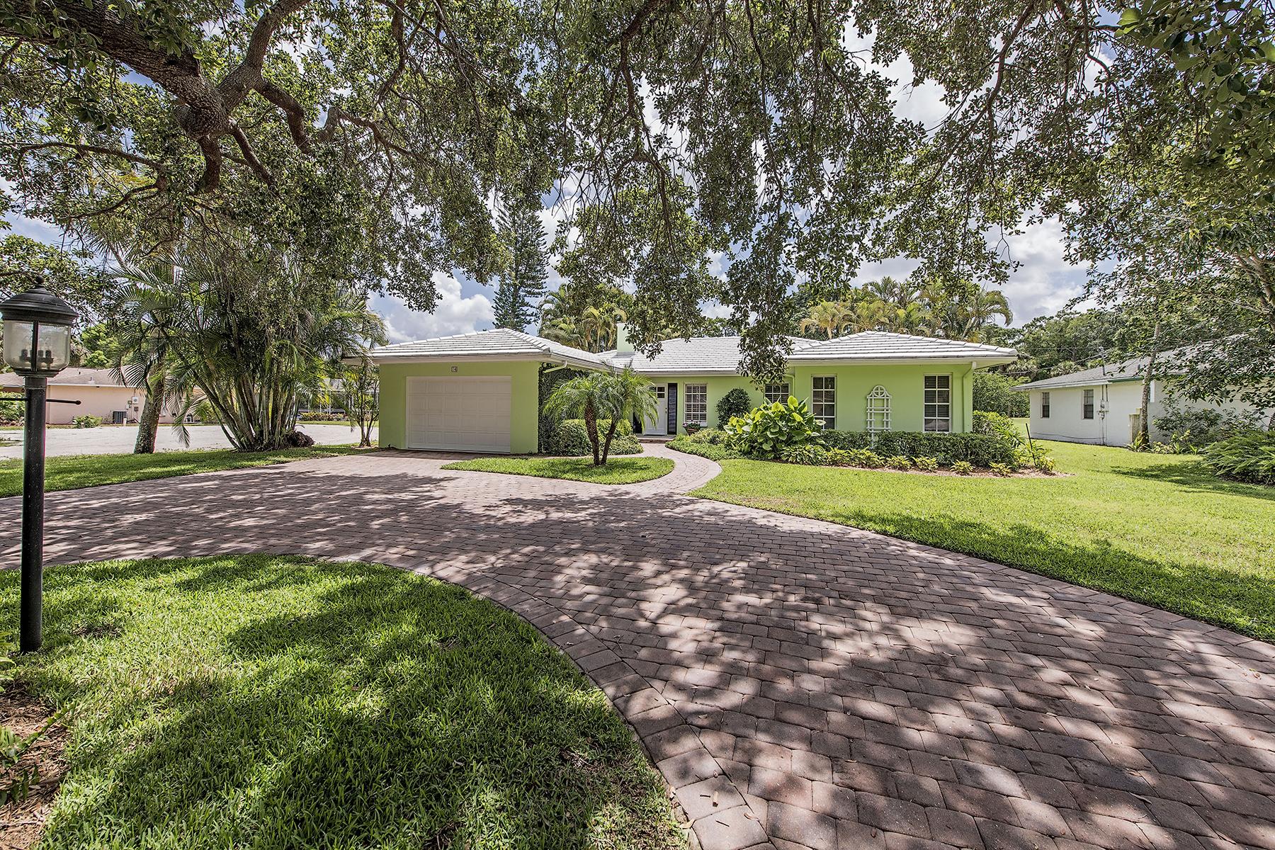 Maison unifamiliale pour l Vente à BIG CYPRESS GOLF & CC 74 Burning Tree Dr Naples, Florida 34105 États-Unis