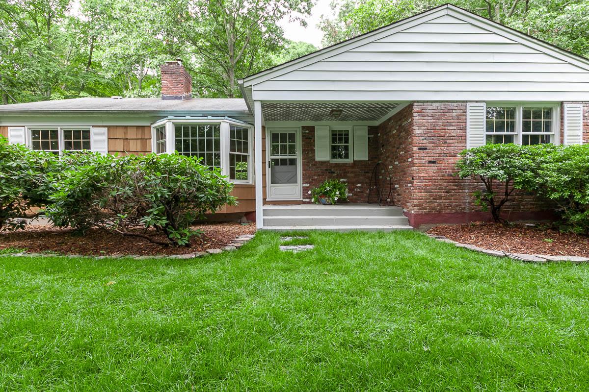 Einfamilienhaus für Verkauf beim Ranch 419 River Rd Nissequogue, New York, 11780 Vereinigte Staaten