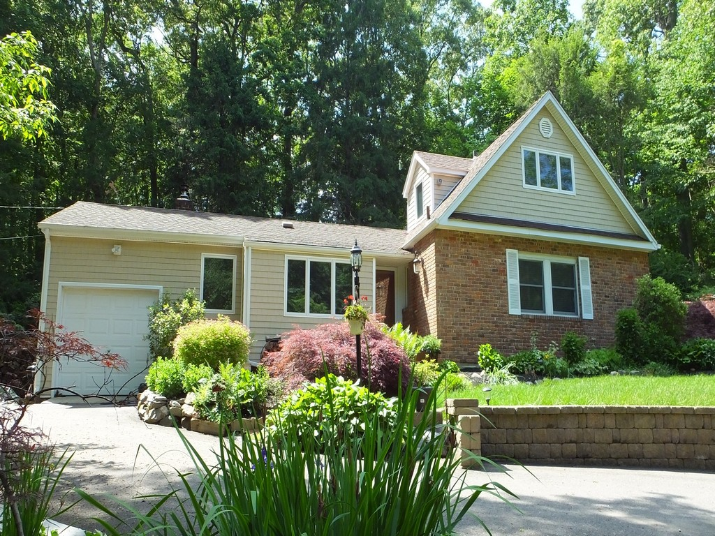Single Family Home for Sale at Farm Ranch 2 Henhawk Ln Huntington, New York, 11743 United States