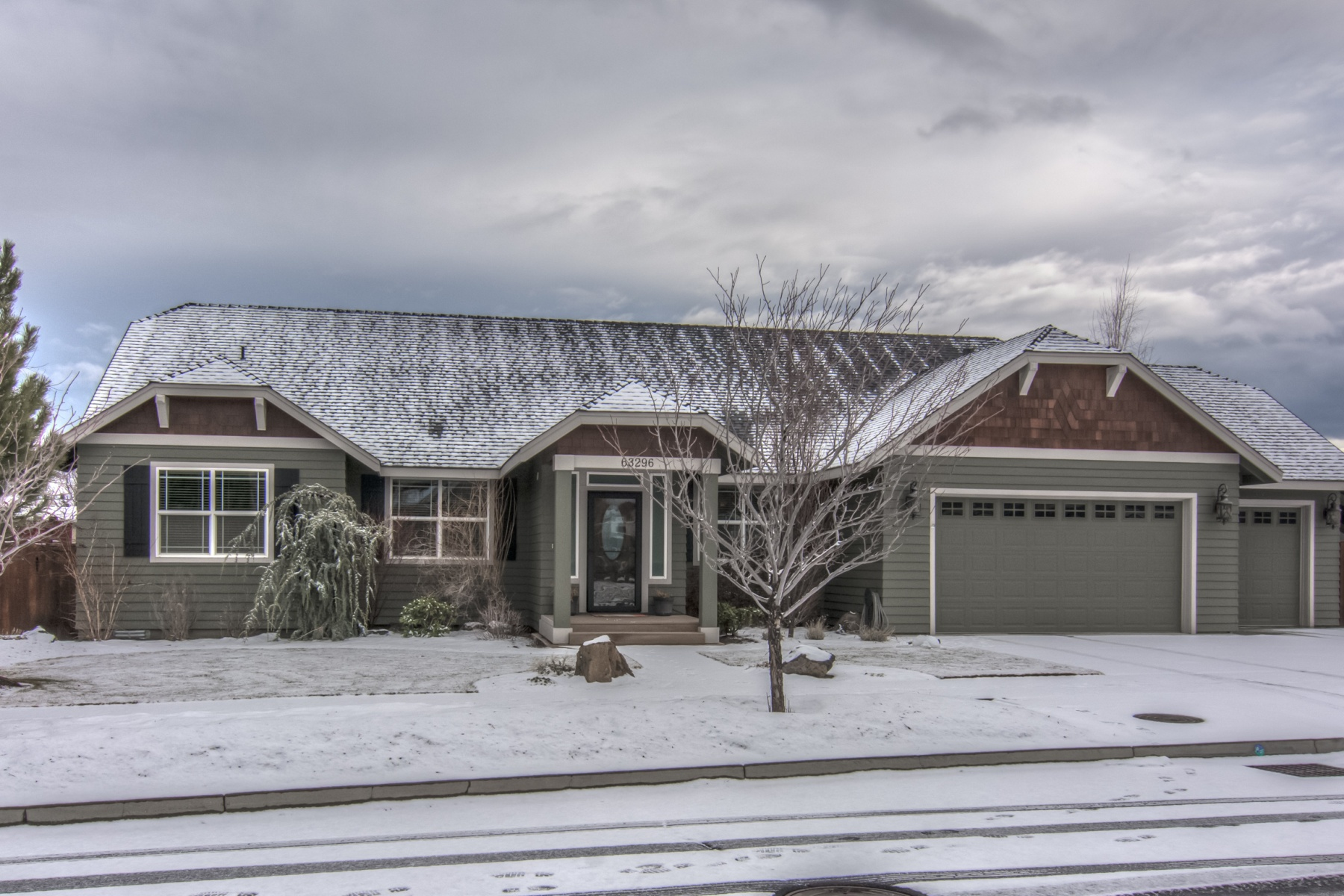 Single Family Home for Sale at Single Level with RV Parking 63296 Stonewood Dr Bend, Oregon 97701 United States