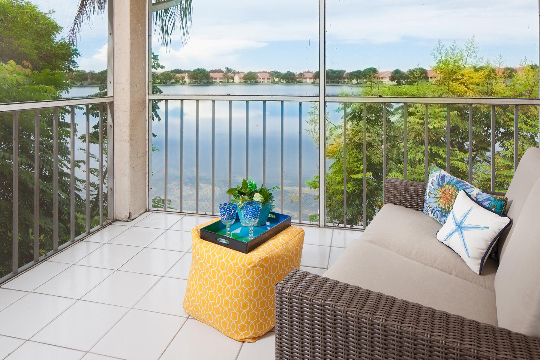 Condomínio para Venda às EMERALD LAKES 7806 Emerald Cir 203 Naples, Florida 34109 Estados Unidos