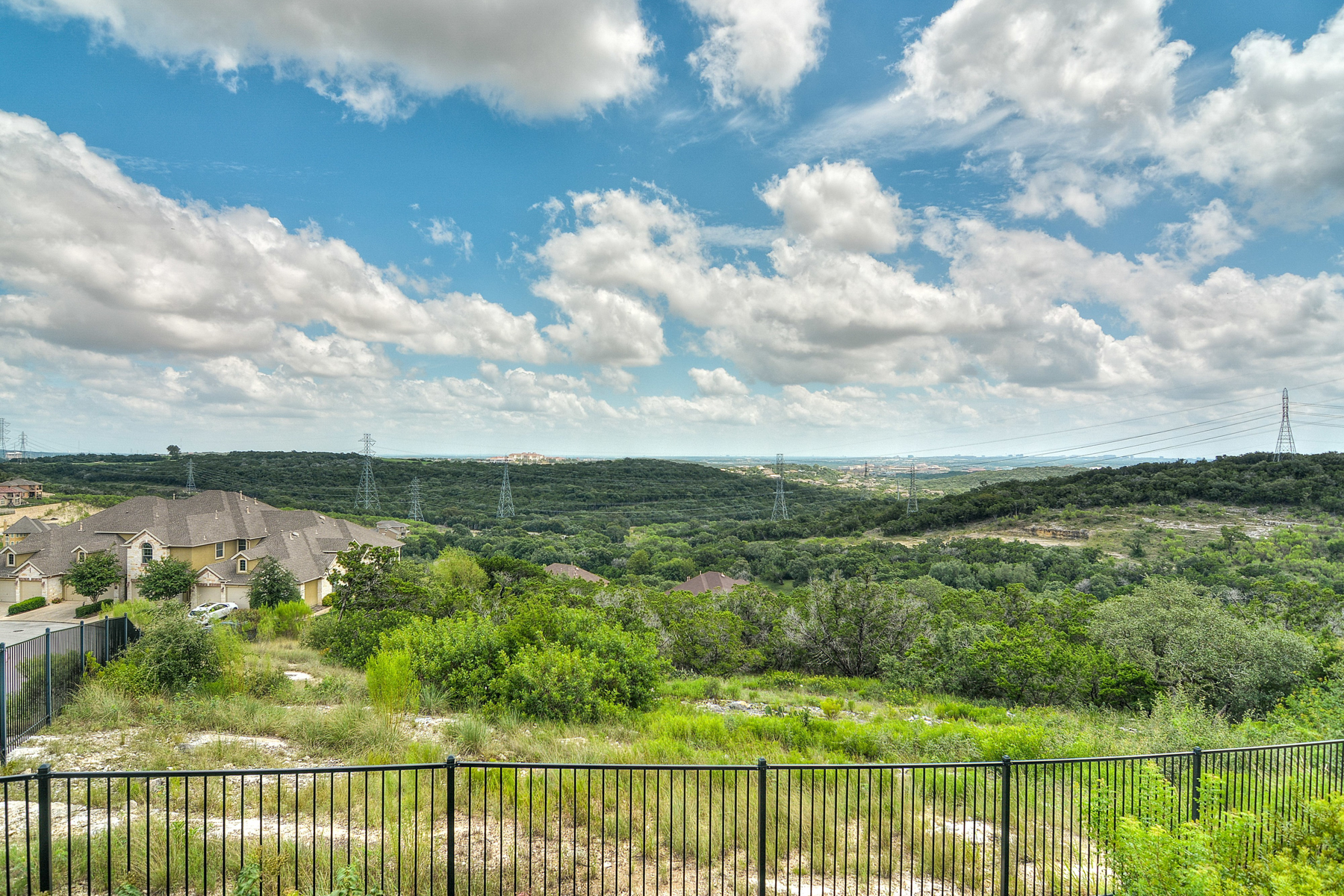 Additional photo for property listing at Amazing Unit in The Ridge at Sonoma Verde 8250 Cruiseship Bay 602 San Antonio, Texas 78255 Estados Unidos