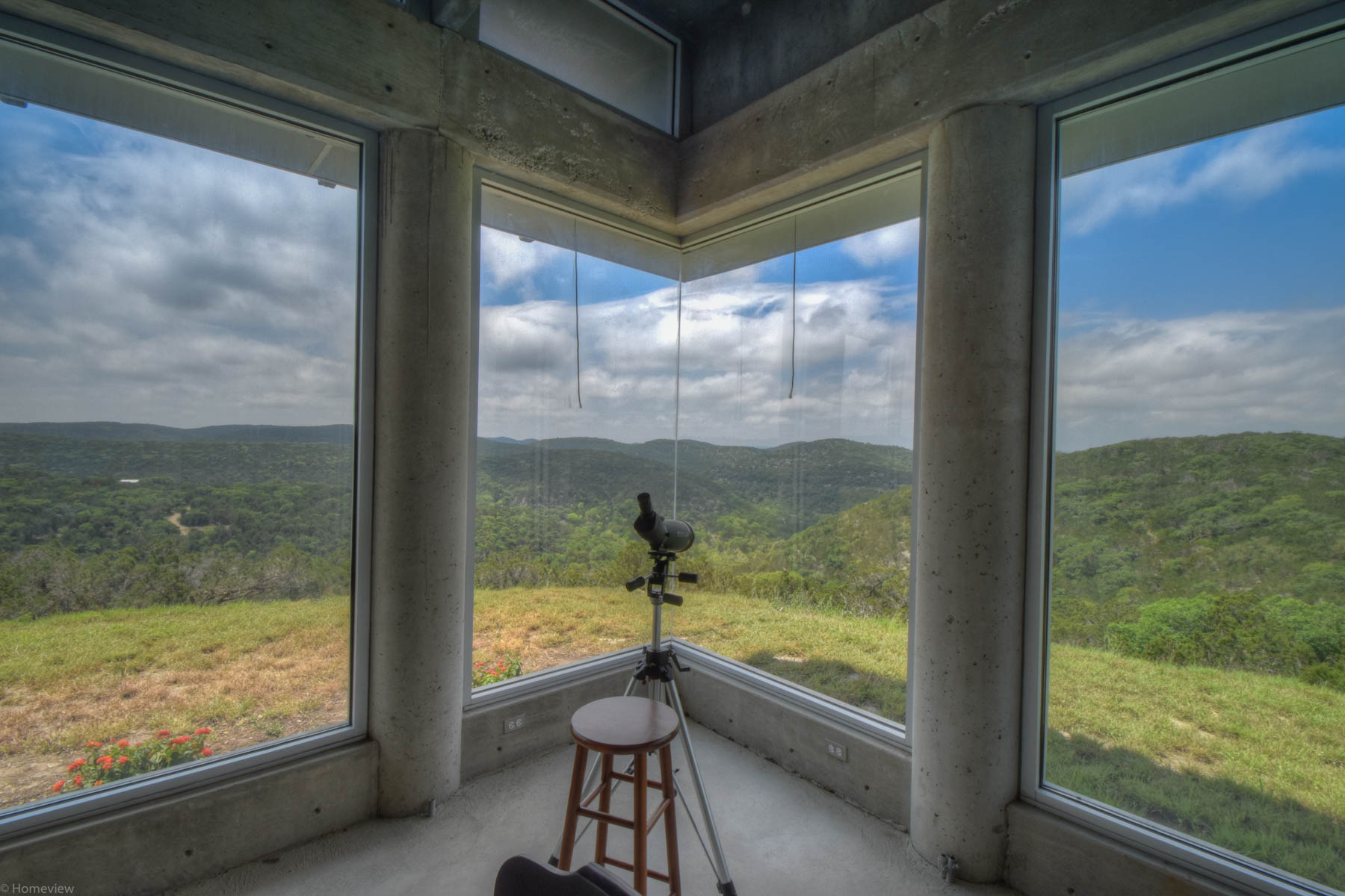 Additional photo for property listing at Contemporary Hill Country Retreat on 42 +- Acres 7126 E Ranch Road 337 Leakey, Texas 78873 Estados Unidos