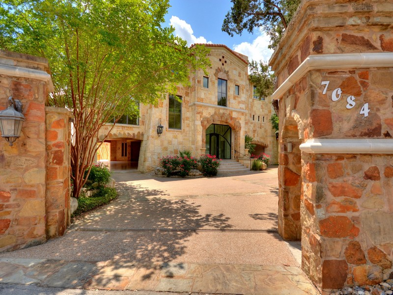 Single Family Home for Sale at Splendid Waterfront Hideaway 7084 Comanche Trl Austin, Texas 78732 United States
