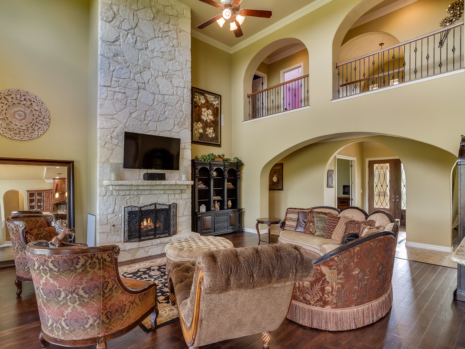 Additional photo for property listing at Stunning Mediterranean Home in Helotes 322 Santa Domingo Helotes, Texas 78023 Estados Unidos