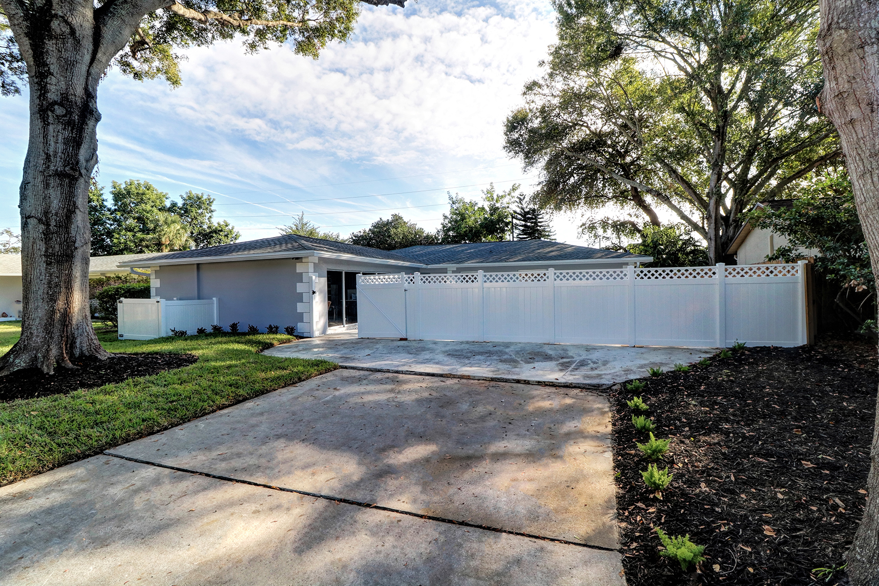 Частный односемейный дом для того Продажа на CLEARWATER 2363 Pineland Ln Clearwater, Флорида, 33763 Соединенные Штаты