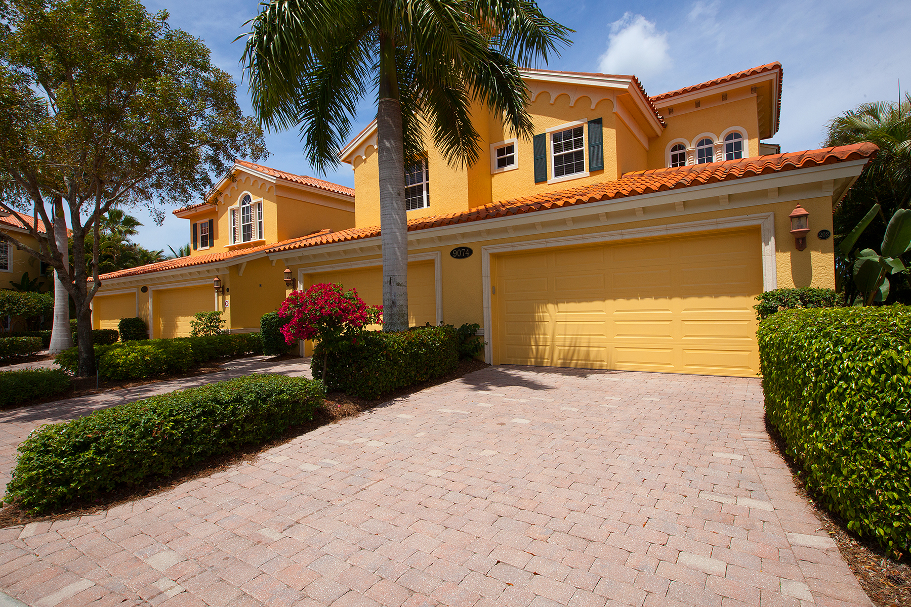 コンドミニアム のために 売買 アット FIDDLER'S CREEK - CASCADA 9074 Cascada Way 202 Naples, フロリダ 34114 アメリカ合衆国