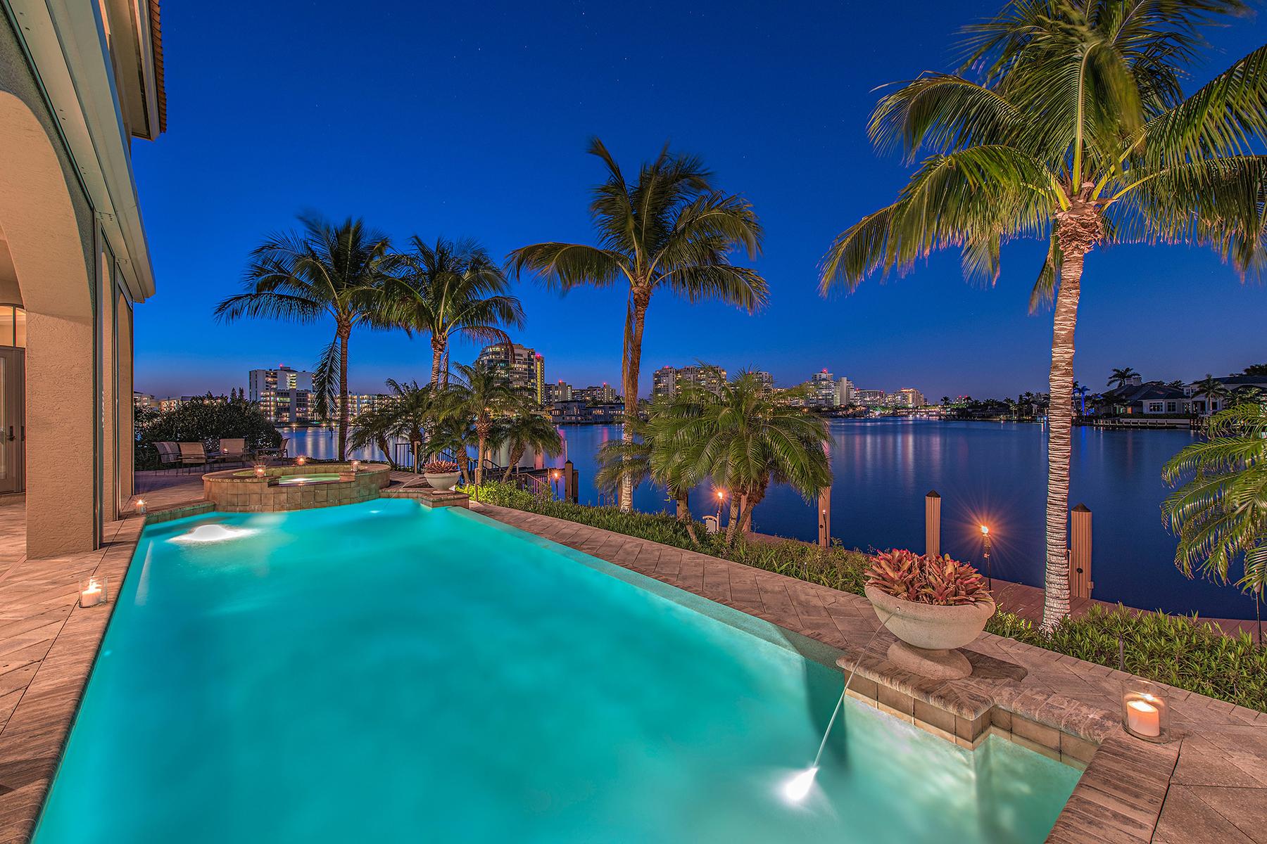 独户住宅 为 销售 在 MOORINGS 205 Bahia Pt 那不勒斯, 佛罗里达州, 34103 美国