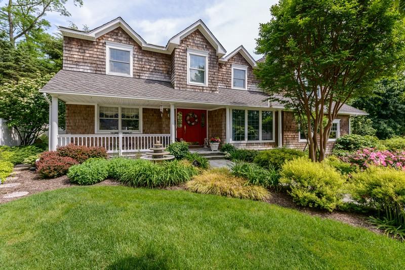 Villa per Vendita alle ore Colonial 28 Marie Dr Huntington, New York, 11743 Stati Uniti