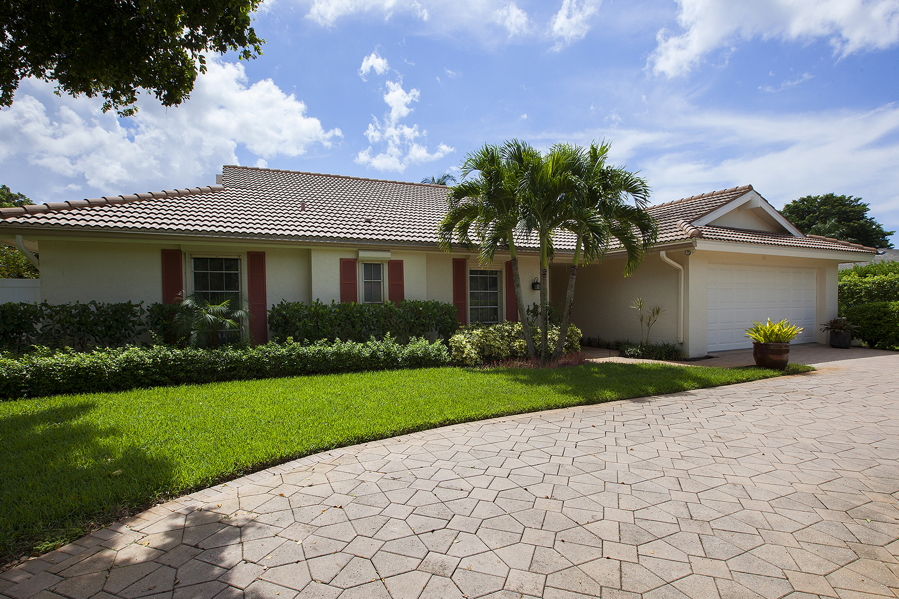Property For Sale at 720 Binnacle Dr , Naples, FL 34103
