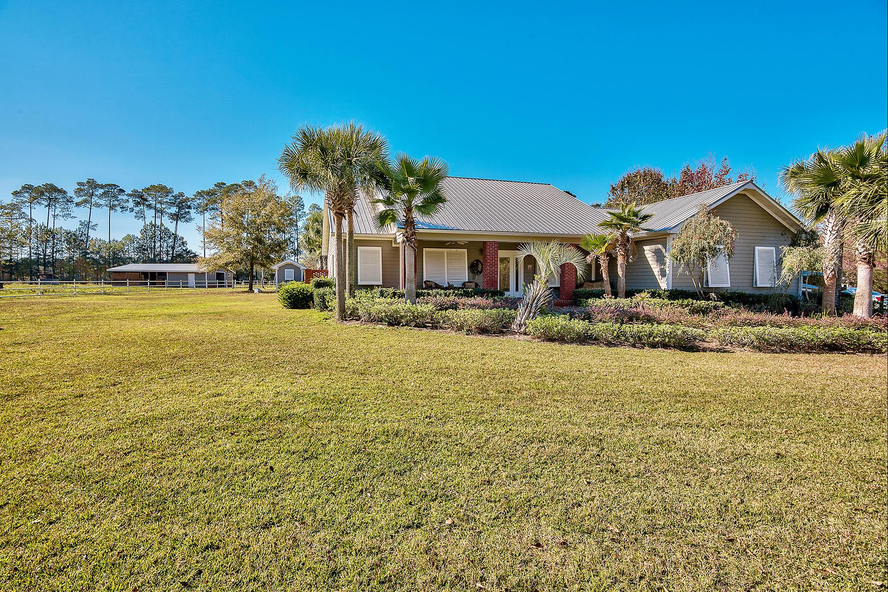 Casa para uma família para Venda às EQUESTRIAN ESTATE WITH WATERFRONT ACCESS 356 Whitfield Road Freeport, Florida, 32439 Estados Unidos
