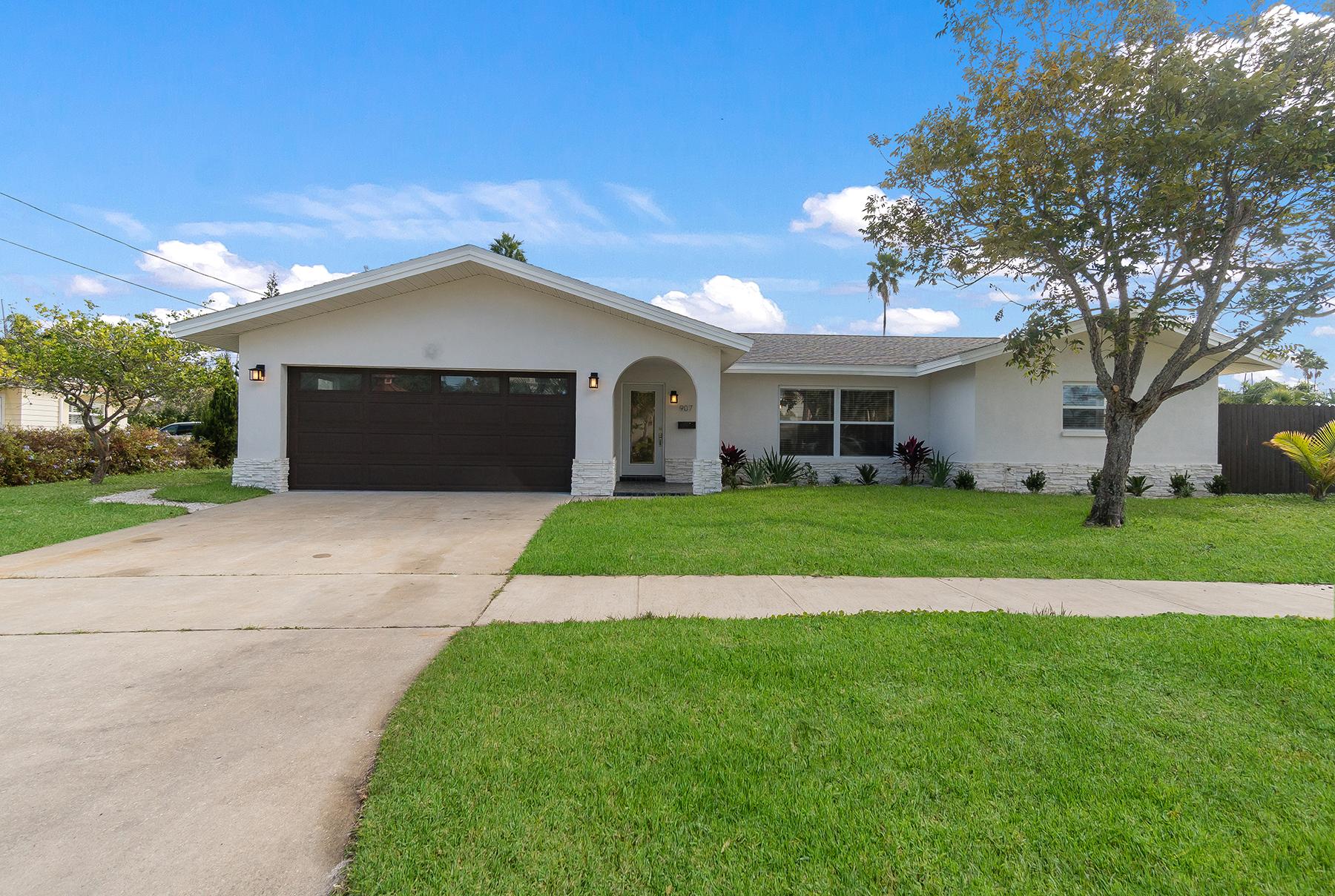 獨棟家庭住宅 為 出售 在 CLEARWATER 907 Lantana Ave Clearwater Beach, 佛羅里達州, 33767 美國