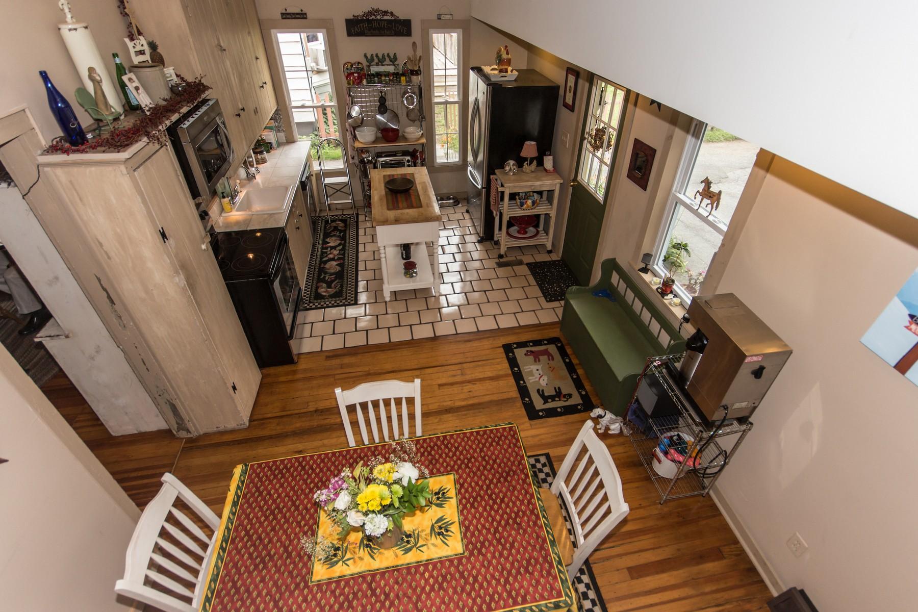 Additional photo for property listing at Quaint Home Full of Country Charm 4  Mowry Av 格林威治, 纽约州 12834 美国