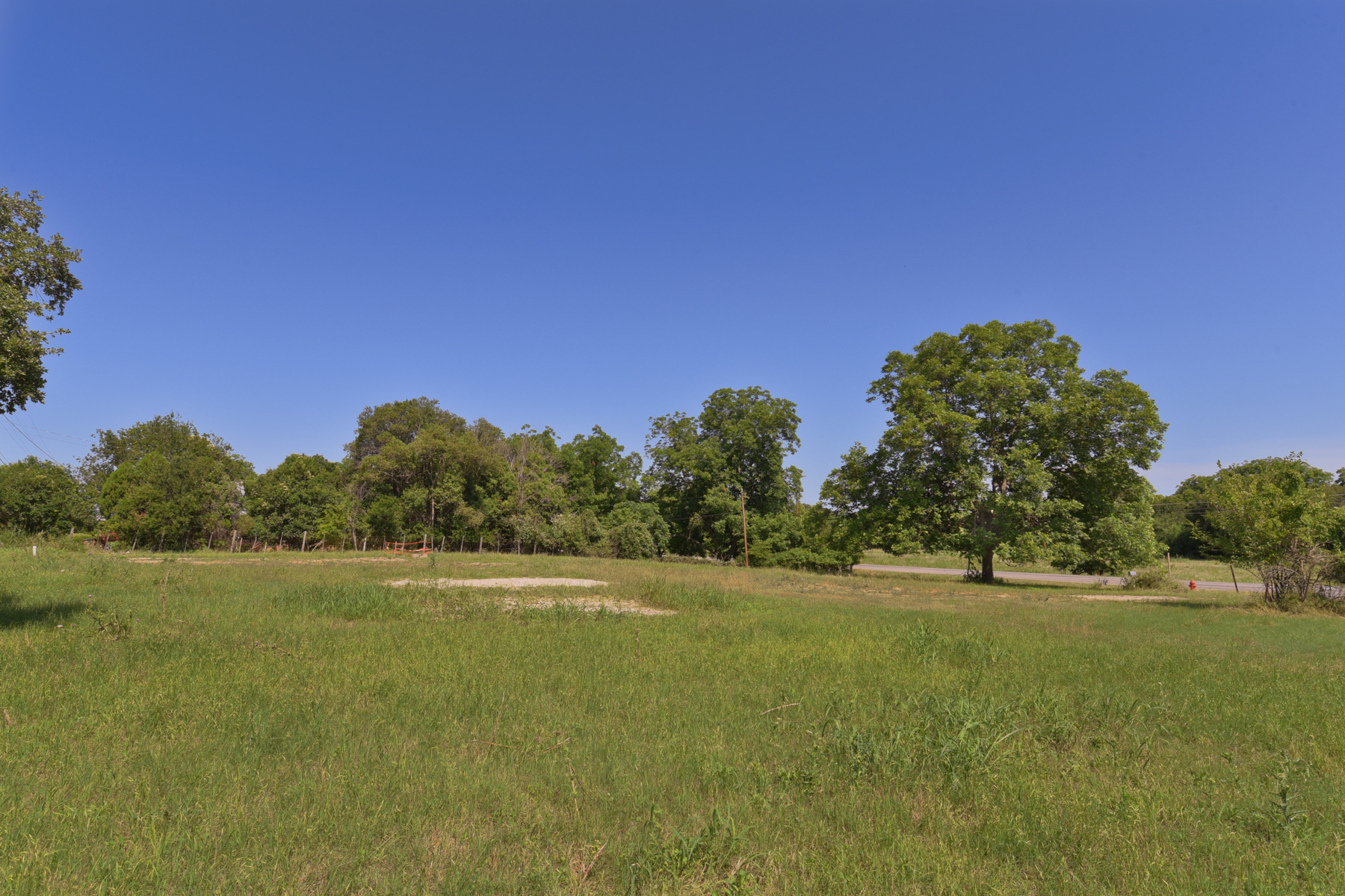 Additional photo for property listing at Great Commercial Location in The Heart of Comfort 102 E Idlewilde Blvd Comfort, Texas 78013 United States