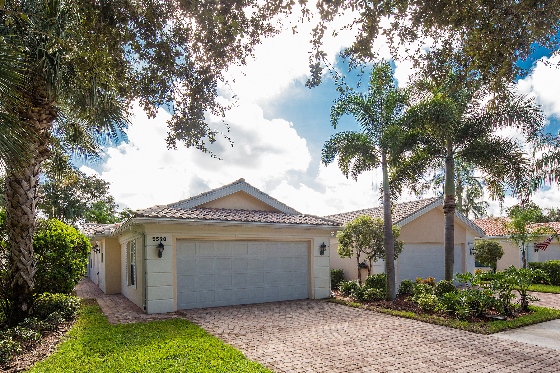Casa Unifamiliar por un Venta en ISLAND WALK 5520 Islandwalk Cir Naples, Florida, 34119 Estados Unidos