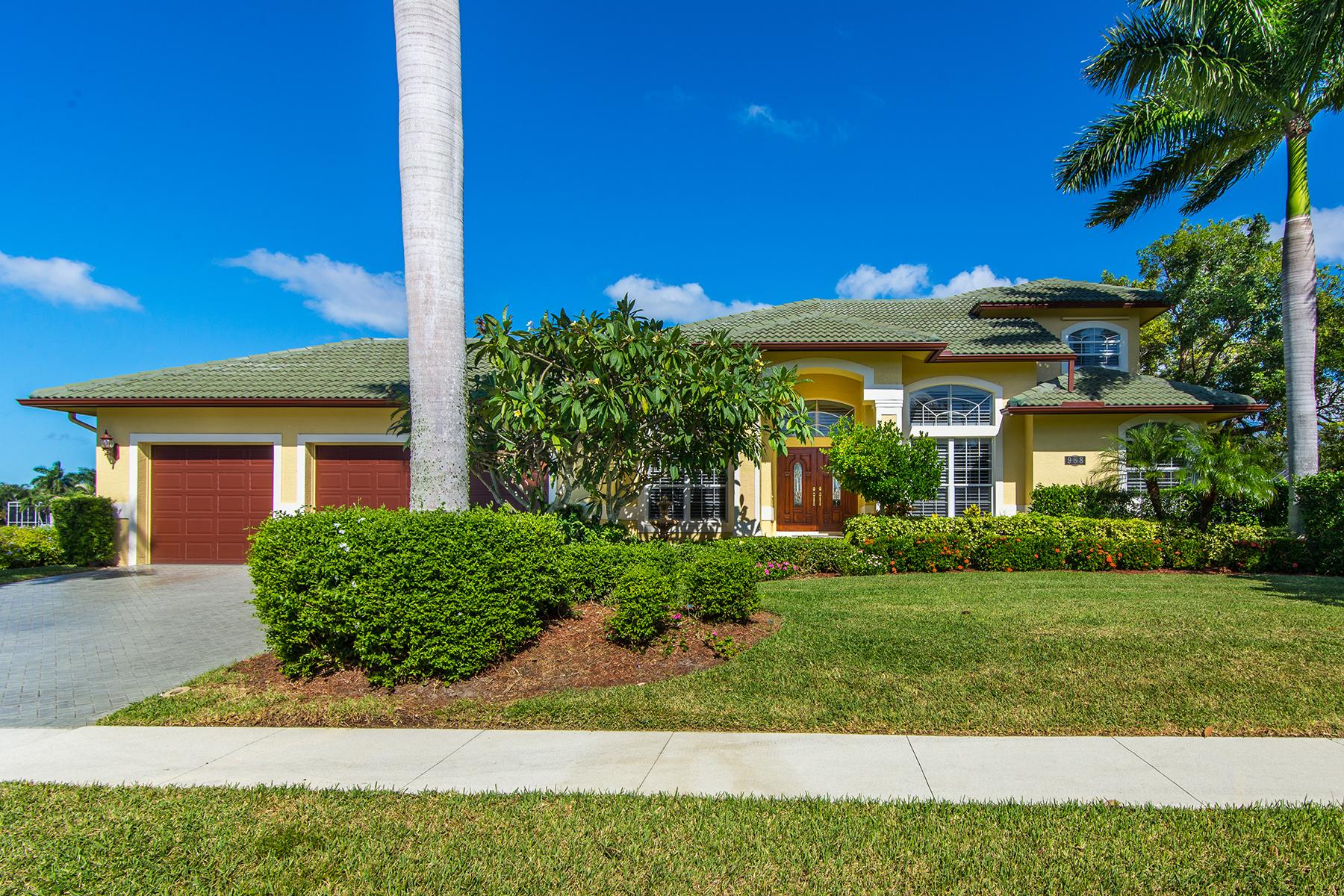 Casa para uma família para Venda às MARCO ISLAND - HUNT COURT 988 Hunt Ct Marco Island, Florida 34145 Estados Unidos
