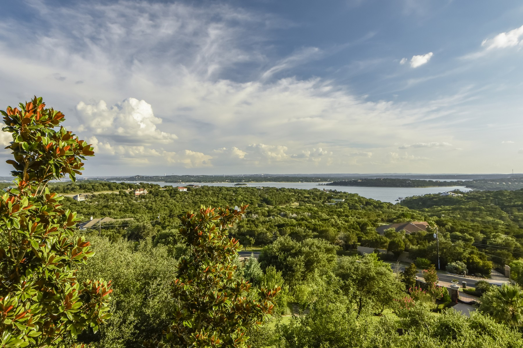 Additional photo for property listing at Tuscan Villa with Amazing Lake Travis Views 8319 Lime Creek Rd Austin, Texas 78641 Estados Unidos