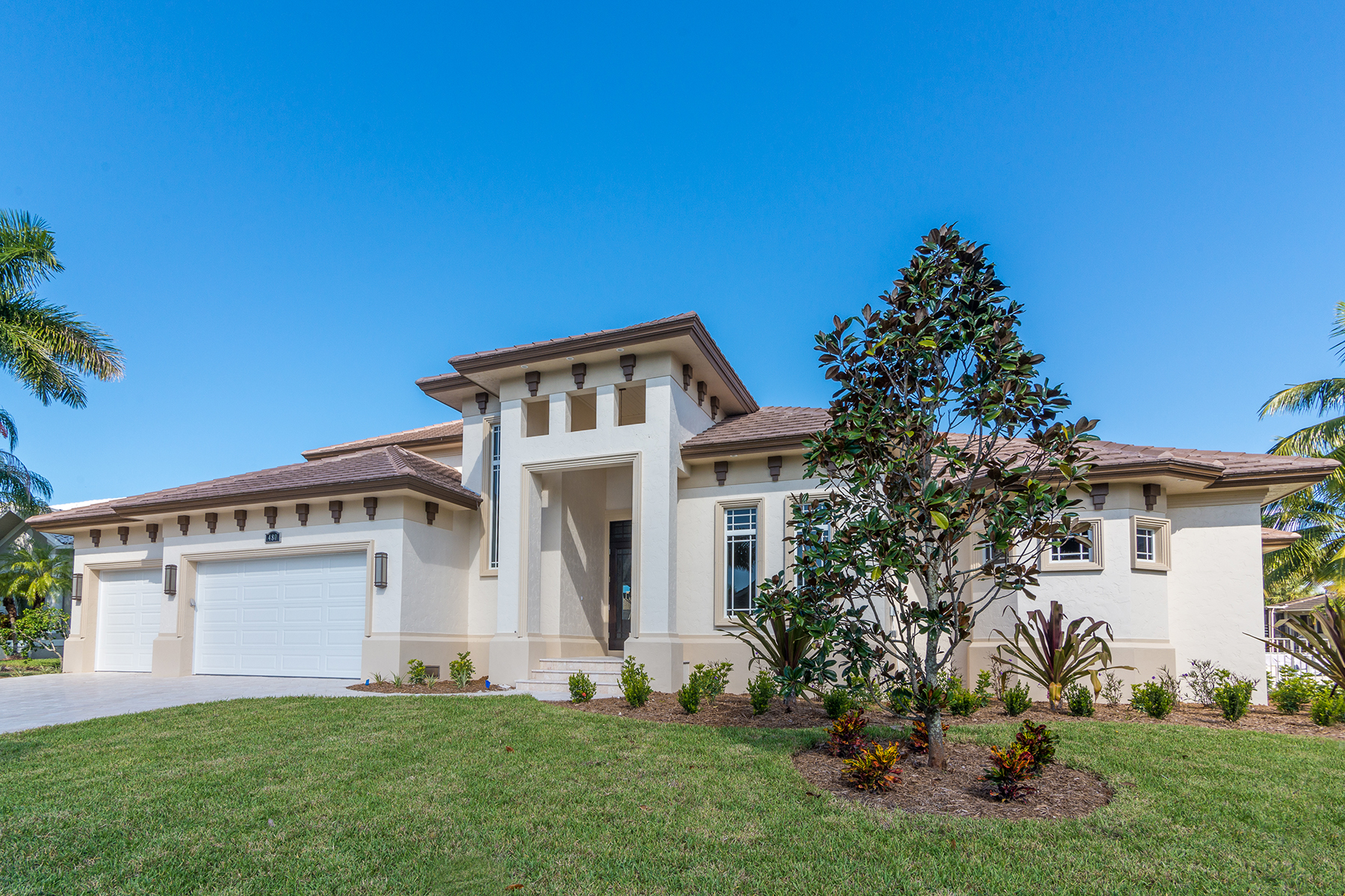 Maison unifamiliale pour l Vente à MARCO ISLAND - MAUNDER CT 480 Maunder Ct Marco Island, Florida 34145 États-Unis