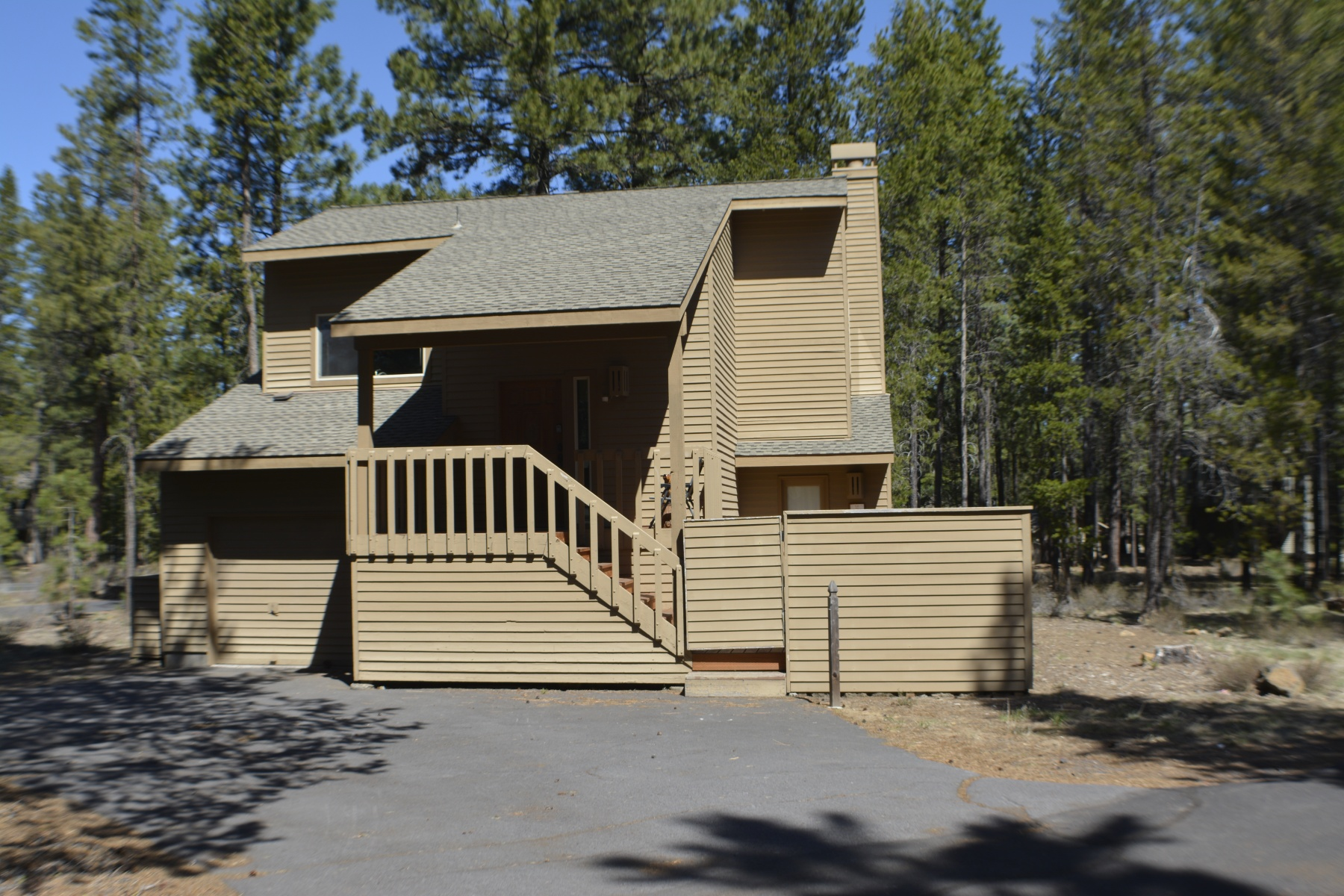 Single Family Home for Sale at Newly Upldated Sunriver Home 1 Butternut Ln Sunriver, Oregon, 97707 United States