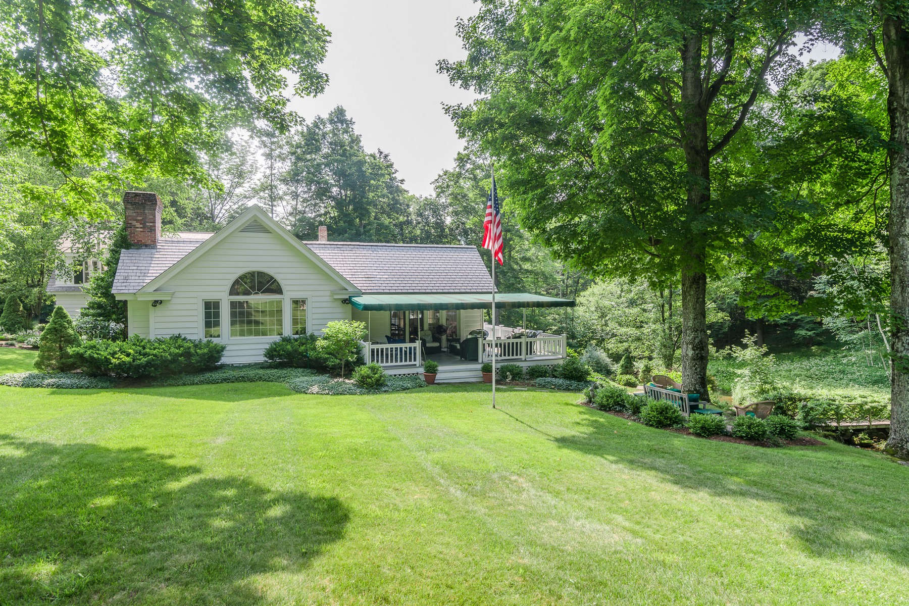 Single Family Home for Sale at 271 Prospect Street, Manchester Manchester, Vermont, 05254 United States