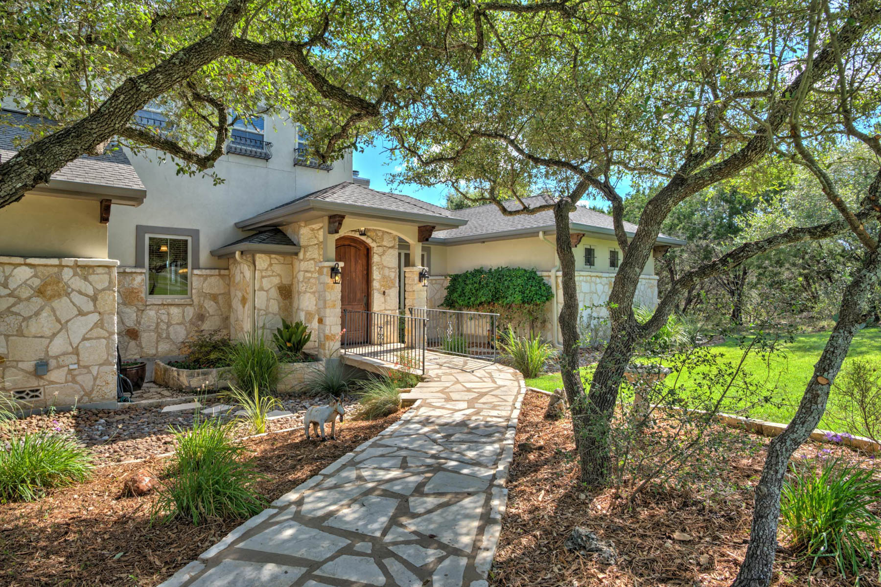 Vivienda unifamiliar por un Venta en Picturesque Texas Hill Country Views Abound 263 Westin Hills New Braunfels, Texas 78132 Estados Unidos