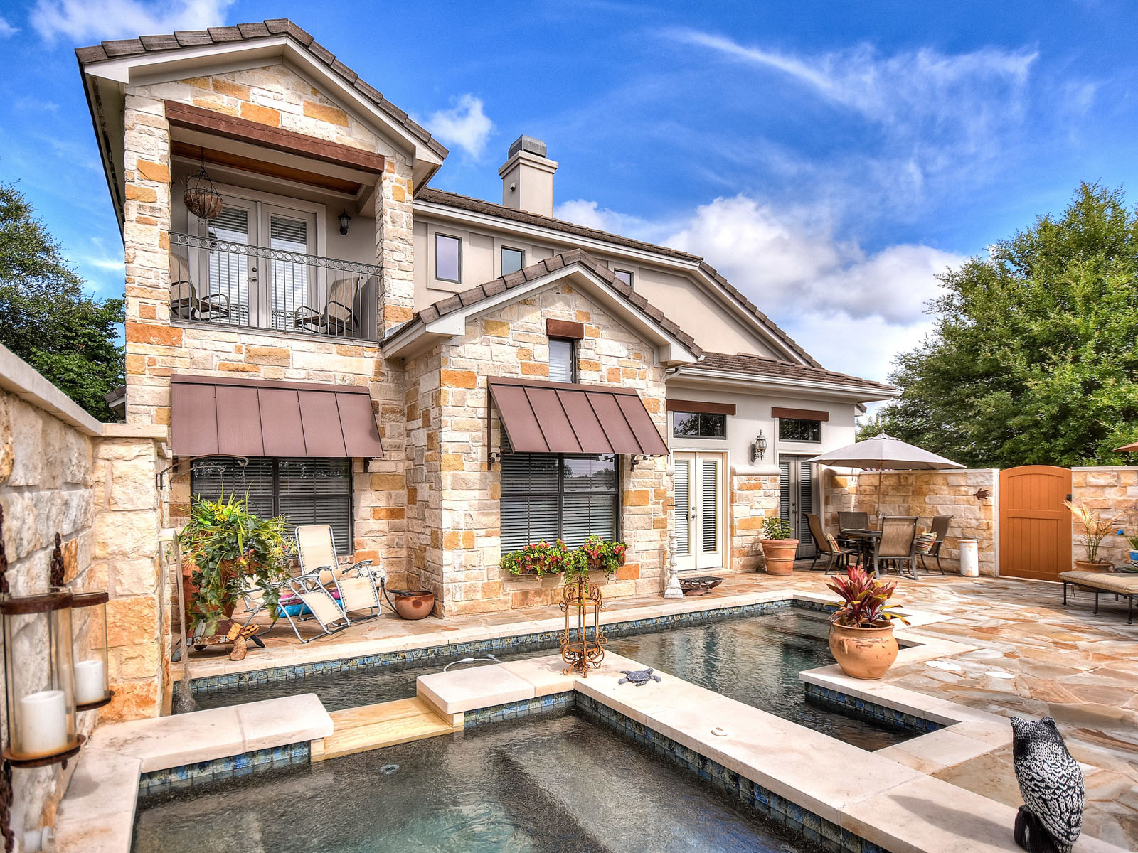 Additional photo for property listing at Private Outdoor Oasis 6 Hightrail Way The Hills, Texas 78738 United States