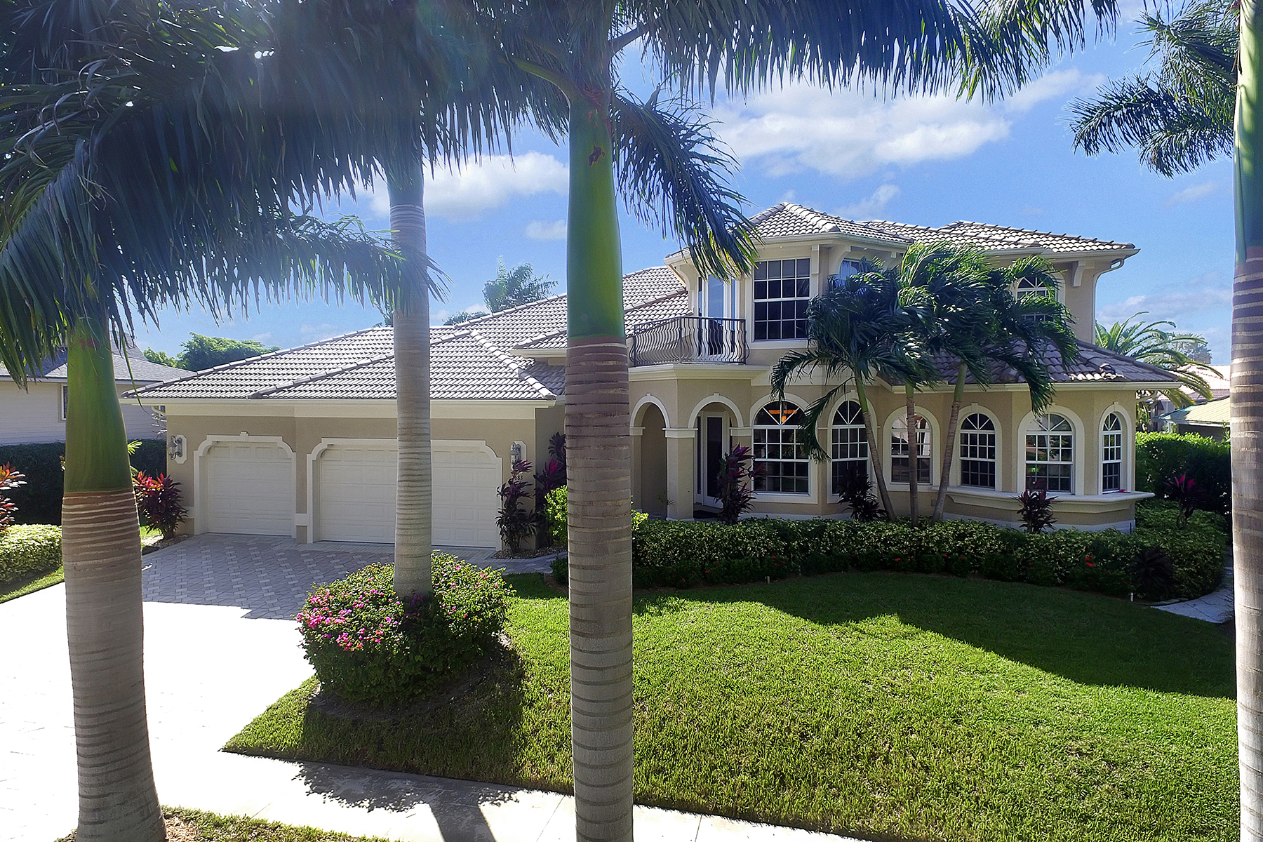 Single Family Home for Sale at MARCO ISLAND - SOLANA 683 Solana Ct Marco Island, Florida 34145 United States