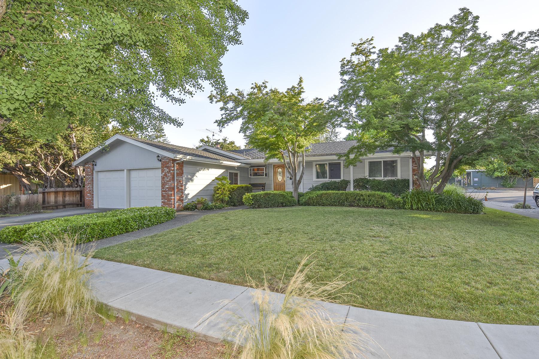 Частный односемейный дом для того Продажа на 3581 Young Ave, Napa, CA 94558 3581 Young Ave Napa, Калифорния, 94558 Соединенные Штаты