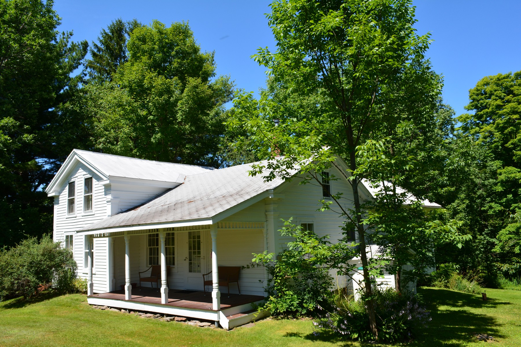 Maison unifamiliale pour l Vente à Classic Farmhouse with Land 6774 Cr23/walton-sidney Rd Sidney Center, New York 13839 États-Unis