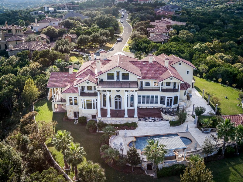 Villa per Vendita alle ore Grand Sprawling Estate in Gated Golf Community 7500 Escala Dr Austin, Texas, 78735 Stati Uniti