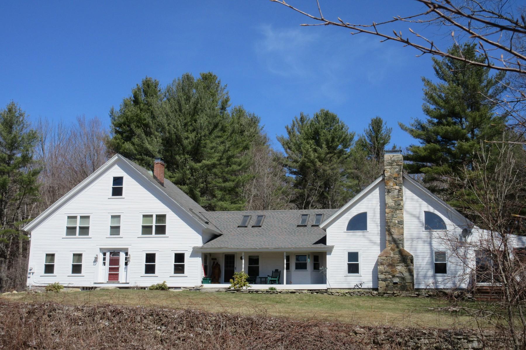 Maison unifamiliale pour l Vente à Forest, Farmhouse, Pastures and Pond 389 Cobble Hill Rd Londonderry, Vermont, 05148 États-Unis
