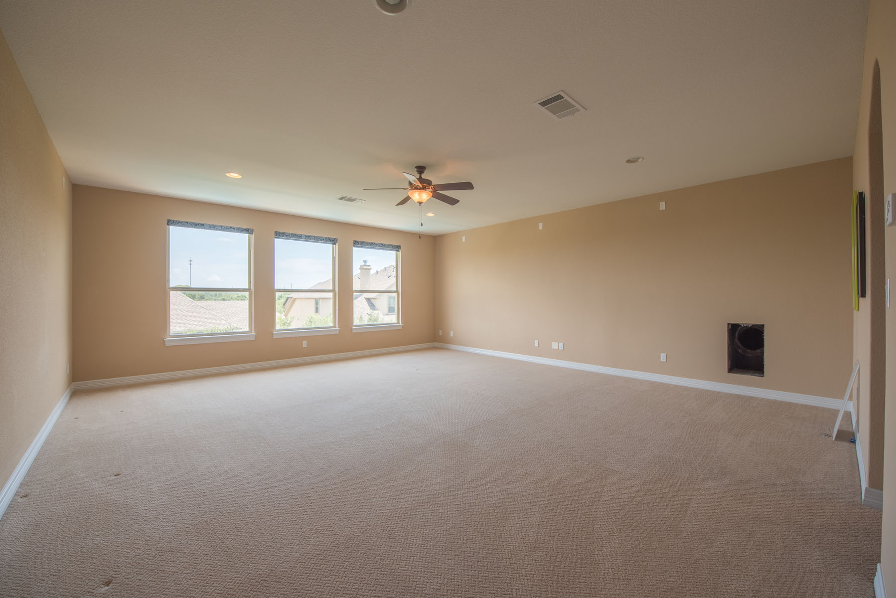 Additional photo for property listing at Open Floor Plan on a Corner Lot 16201 Maritime Alps Way Bee Cave, Texas 78738 Estados Unidos