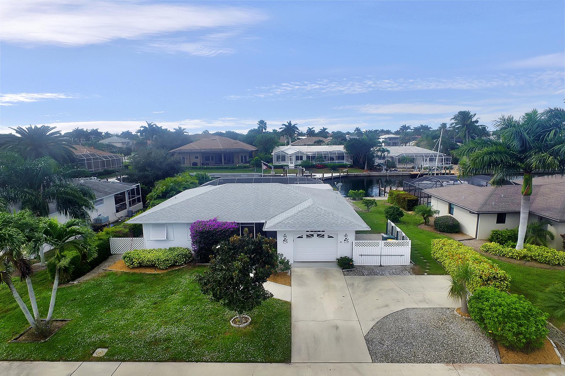 獨棟家庭住宅 為 出售 在 MARCO ISLAND 212 Angler Ct Marco Island, 佛羅里達州 34145 美國